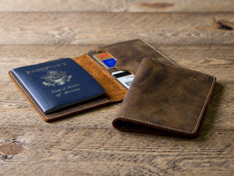 Large Premium Multiple-Passport Holder